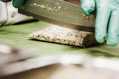 Cutting tempeh