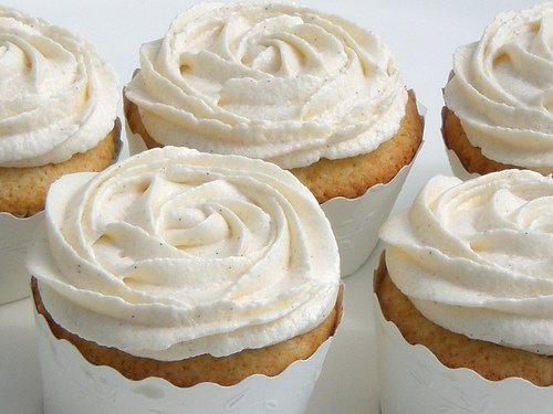 Cupcakes with cream cheese frosting-2
