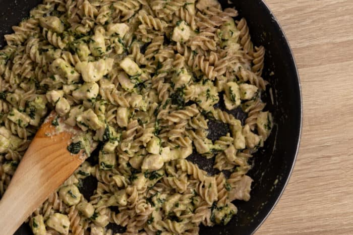 Cooking pasta with frozen and thawed pesto