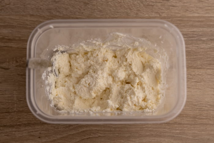 Defrosted and stirred ricotta is quite dry