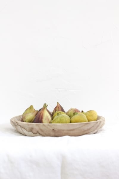 Figs on a round tray