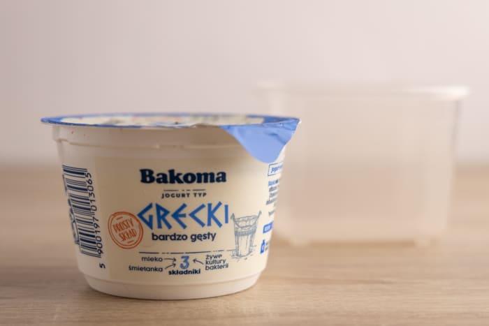 Greek yogurt container: freezing prep