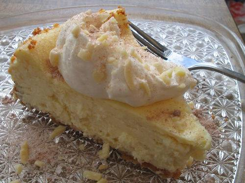 Almond cheesecake with nut crust